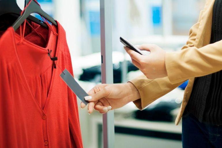 woman-scanning-pricetag-94518a26